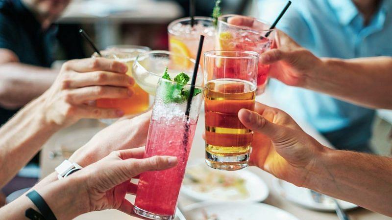 Cocktails trinken in der Moloko Bar Frankfurt