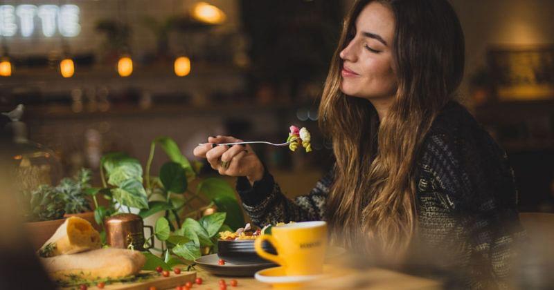 Guenstiger in Studentenkneipen und -restaurants essen dank Studentenermäßigung in Wuerzburg