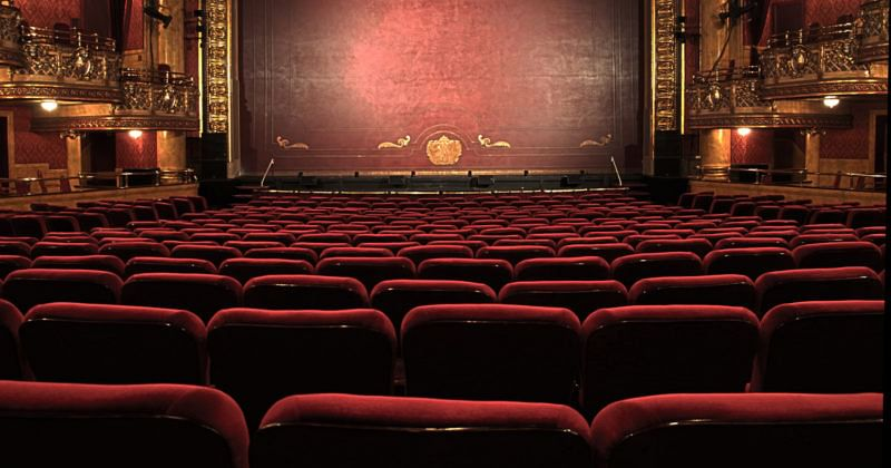 Studentenrabatte in Halle für Theater und Kino