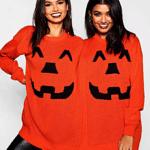 Halloween-Partnerpullover mit Kürbis-Motiv in Aktion!